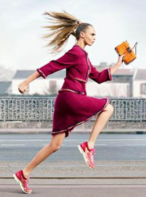 Cara Delevingne sportlich in Chanel
