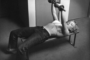 Marilyn and her guns of steel were photographed here in 1952 by Philippe Halsman for LIFE magazine.