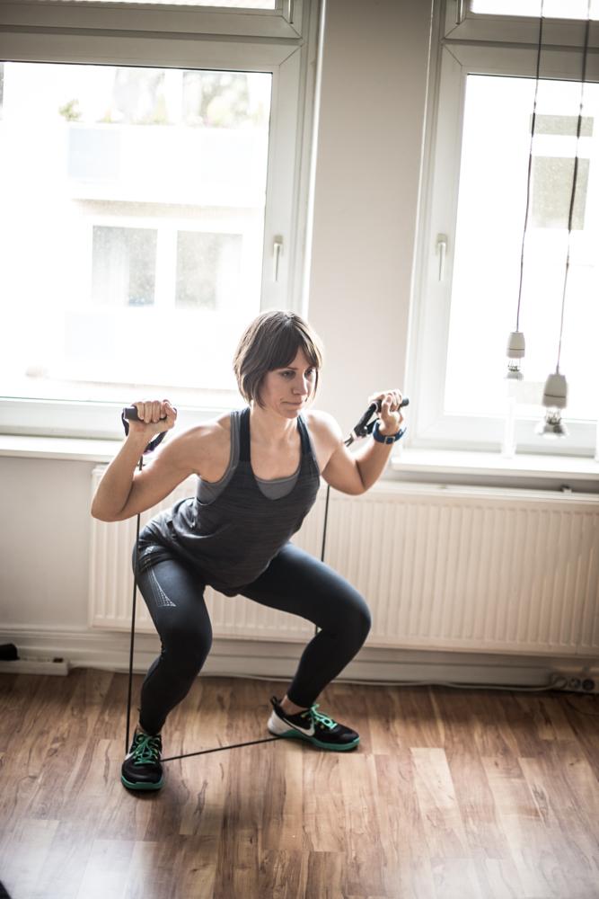STRONG Body Challenge - Monat 2 - Tube Squat