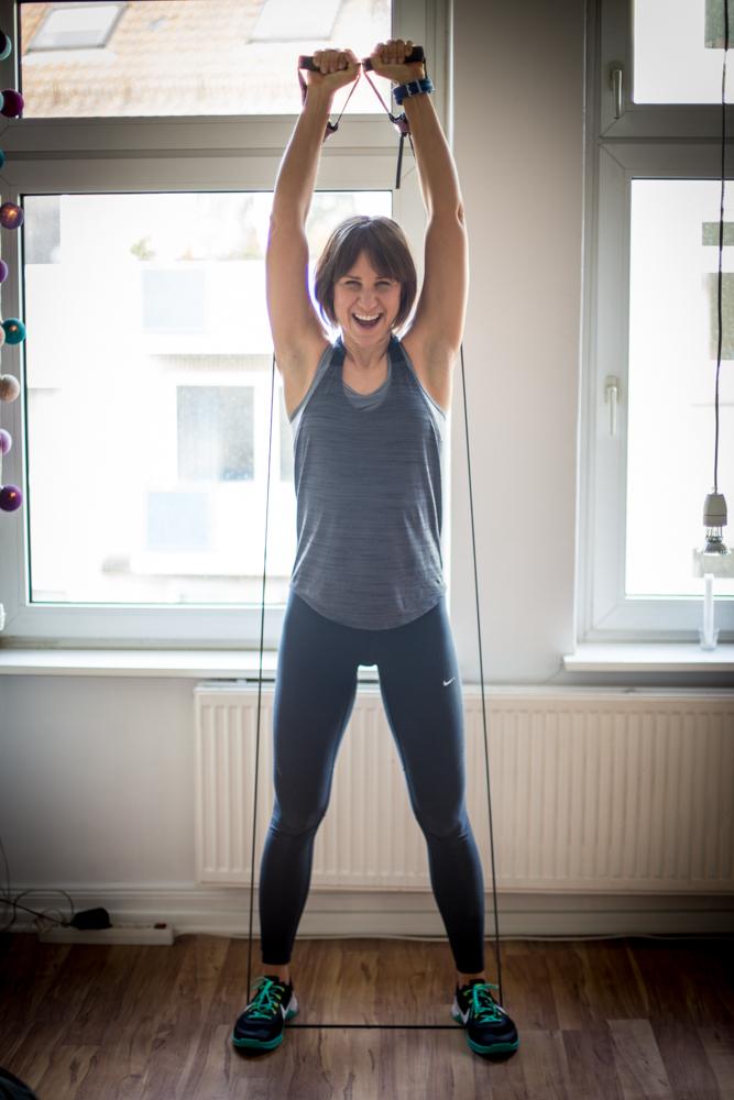 STRONG Body Challenge - Monat 2 - über Kopf drücken mit dem Tube