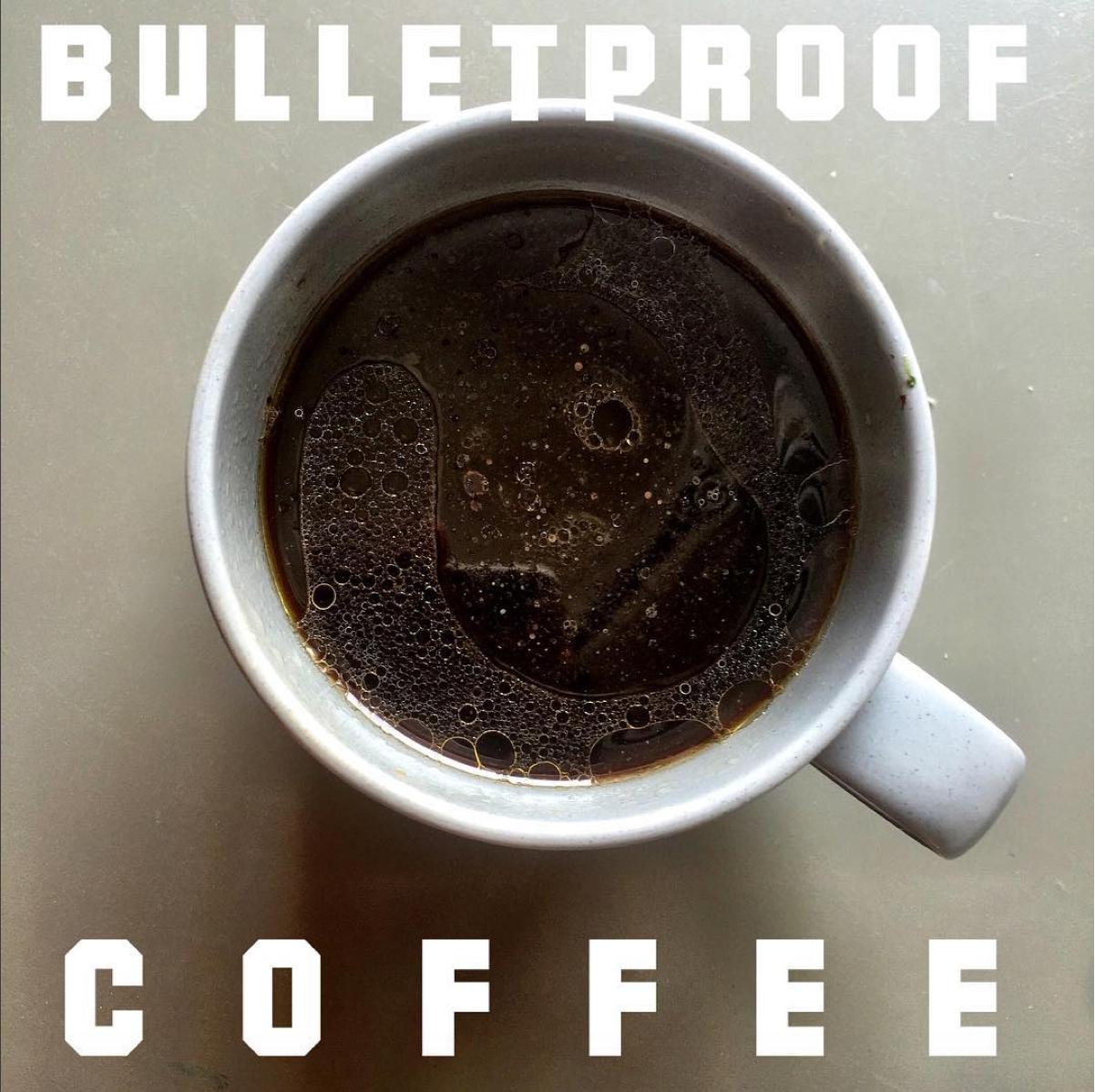 Das perfekte Fatburner Getränk für einen flachen Bauch: Bulletproof Coffee - steigert die Fettverbrennung und sorgt für einen flachen Bauch