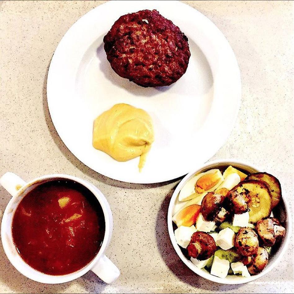 Ketogene Diät Rezepte für Unterwegs - schnelle Snacks die zur Ketogenen Ernährung passen - das perfekte essen an der Raststätte
