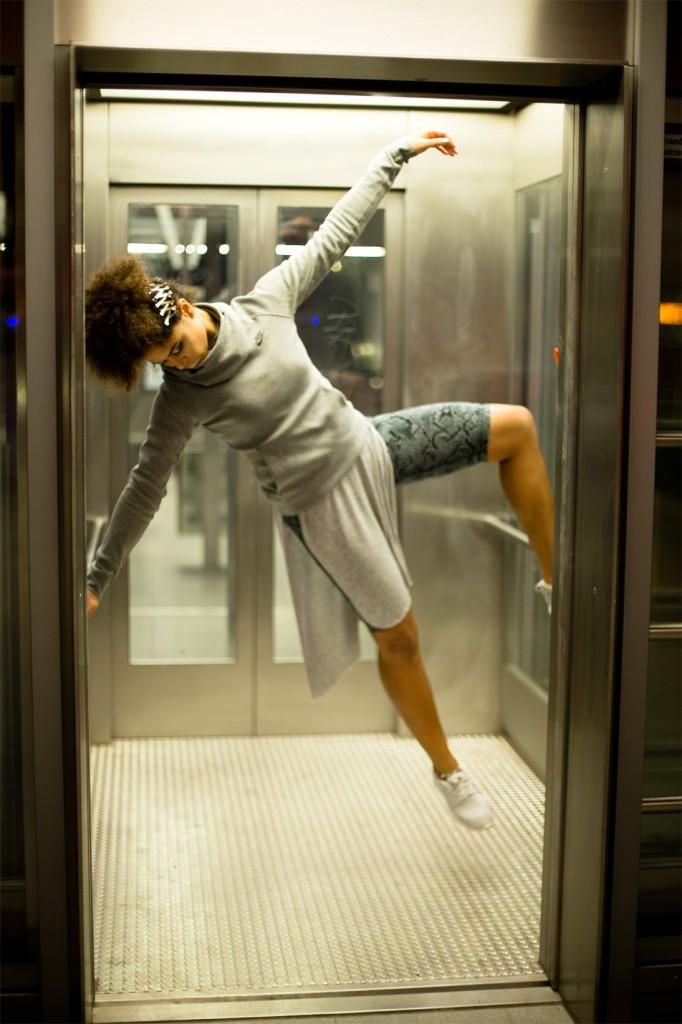 strong-magazine-paulina-akbay-astronaut-sport-fashion-nike-mode-fitness-futuristik-fotografie-14