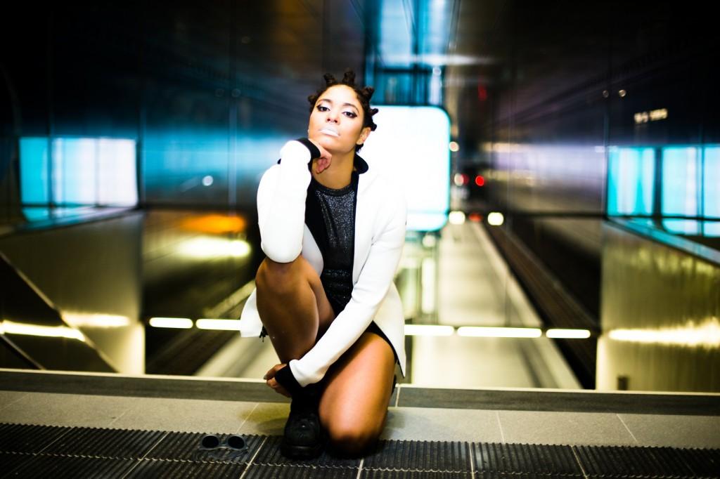 strong-magazine-paulina-akbay-astronaut-sport-fashion-nike-mode-fitness-futuristik-fotografie-18