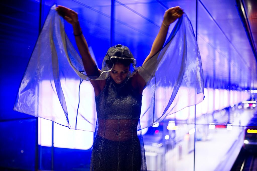 strong-magazine-paulina-akbay-astronaut-sport-fashion-nike-mode-fitness-futuristik-fotografie-25