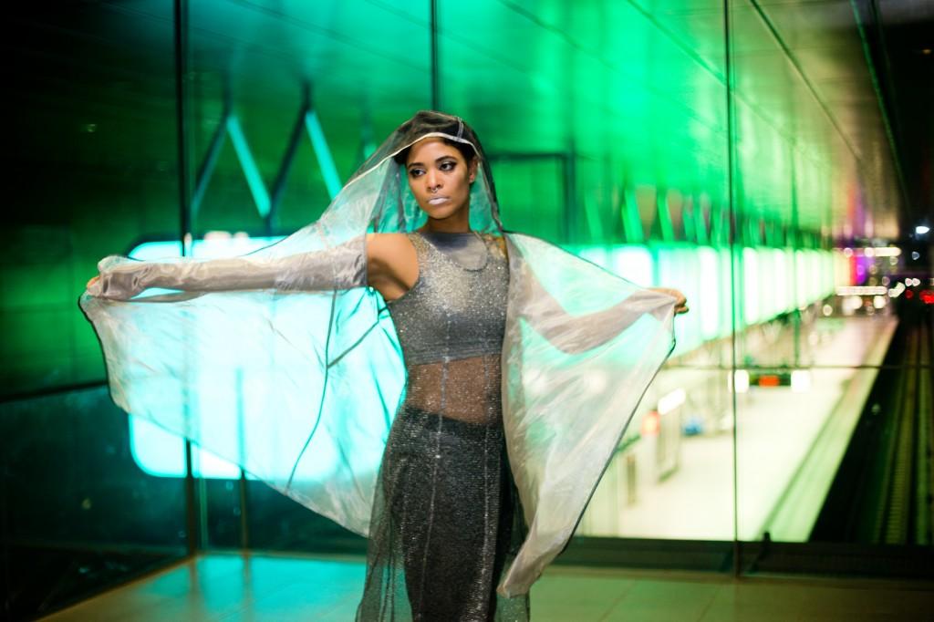 strong-magazine-paulina-akbay-astronaut-sport-fashion-nike-mode-fitness-futuristik-fotografie-26