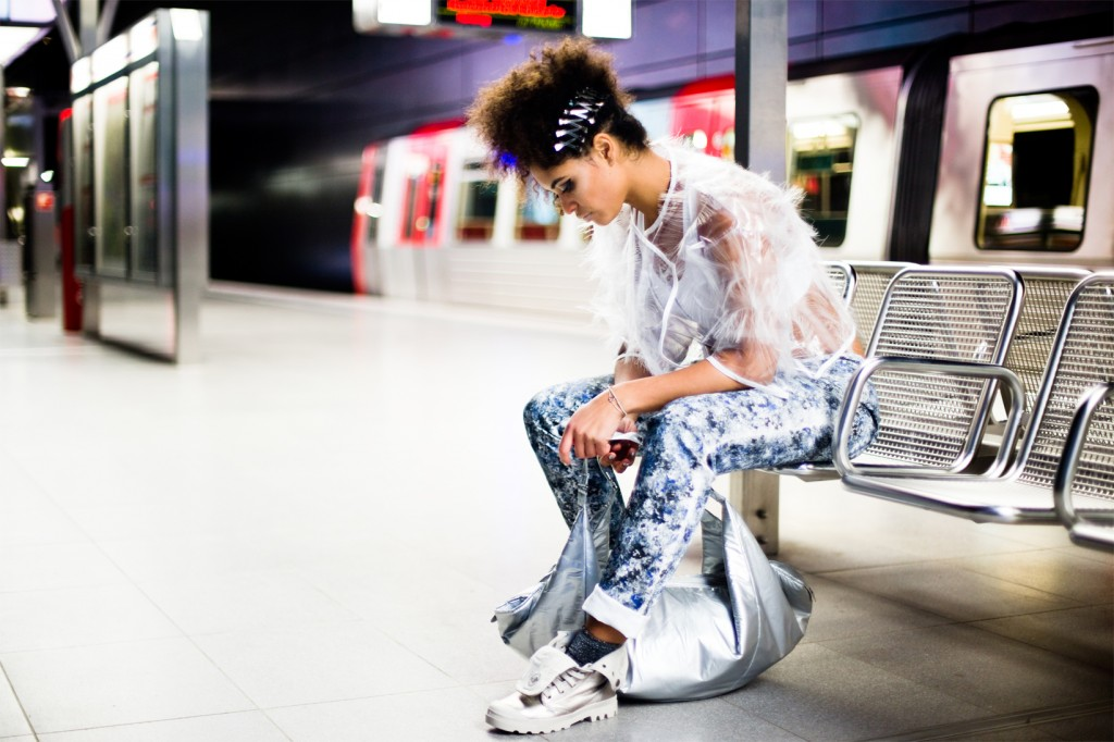 strong-magazine-paulina-akbay-astronaut-sport-fashion-nike-mode-fitness-futuristik-fotografie-8