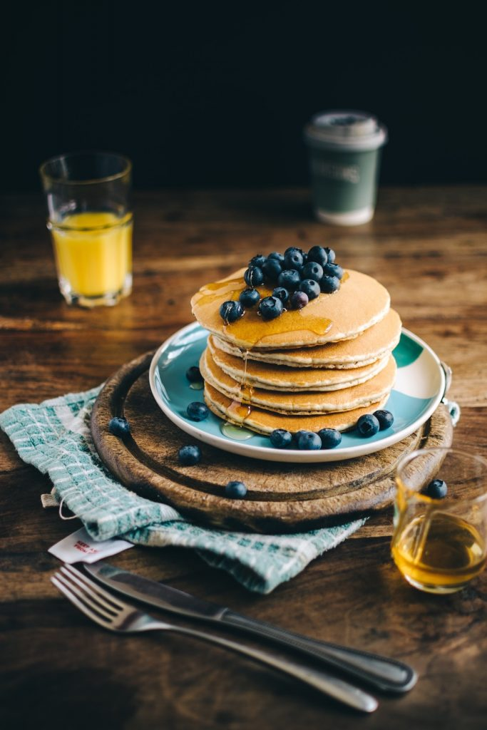 Low Carb Blueberry Pancake mit Mandelmilch