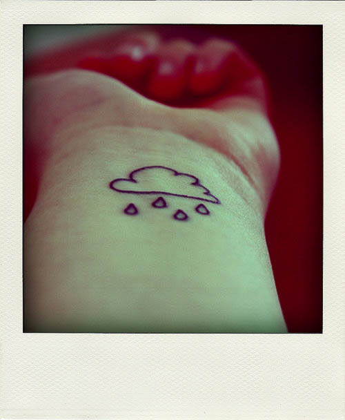 Regenwolke als Mini Tattoomotiv