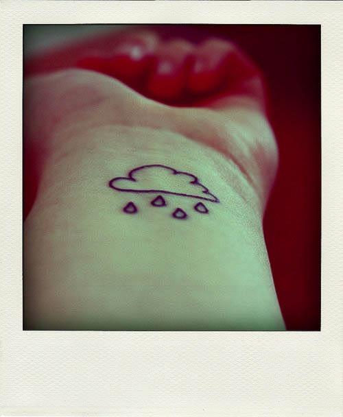 Regenwolke als Mini Tattoomotiv