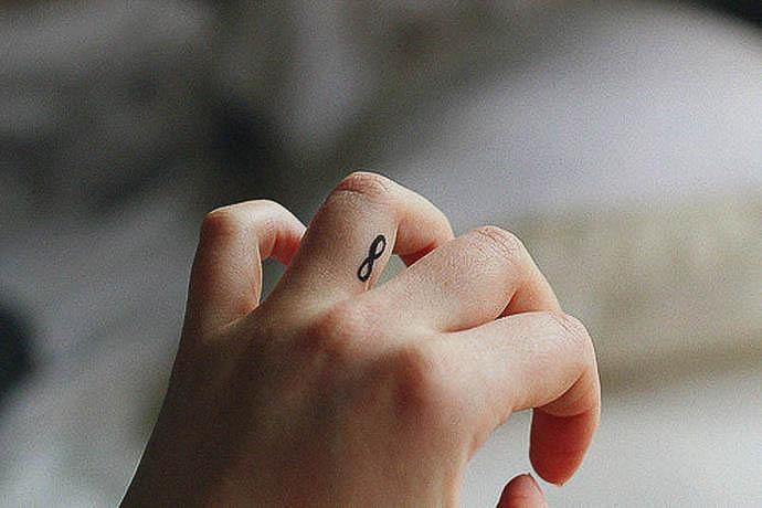Unendlichkeitszeichen als Tattoo für Frauen