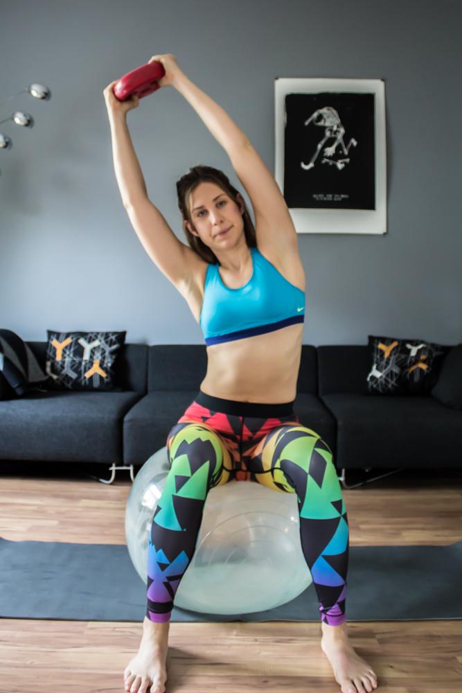 Wischer auf einem Gymnastikball - für die seitliche Tiefenmuskulatur