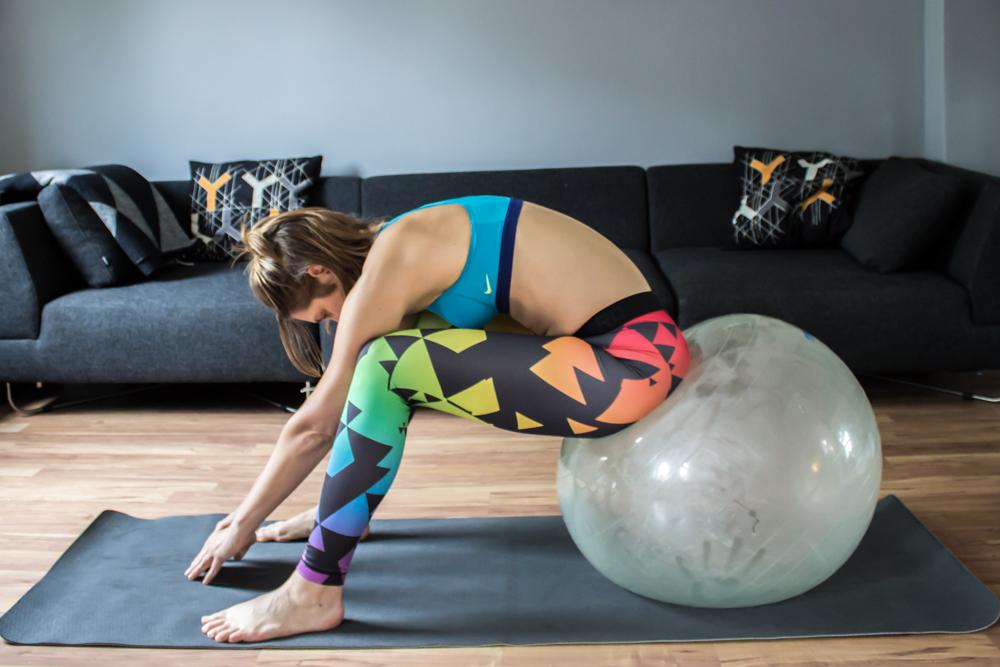 Fitnessgeräte für Zuhause - Übungen mit dem Gymnastikball