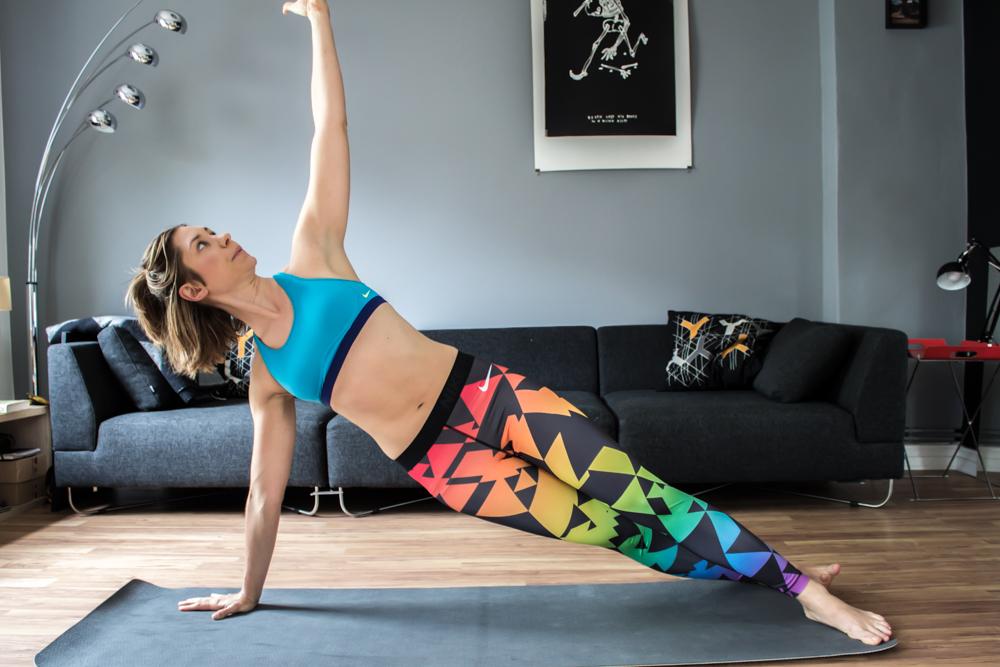 Side Plank mit aufdrehen - Bauchmuskeltraining zu Hause