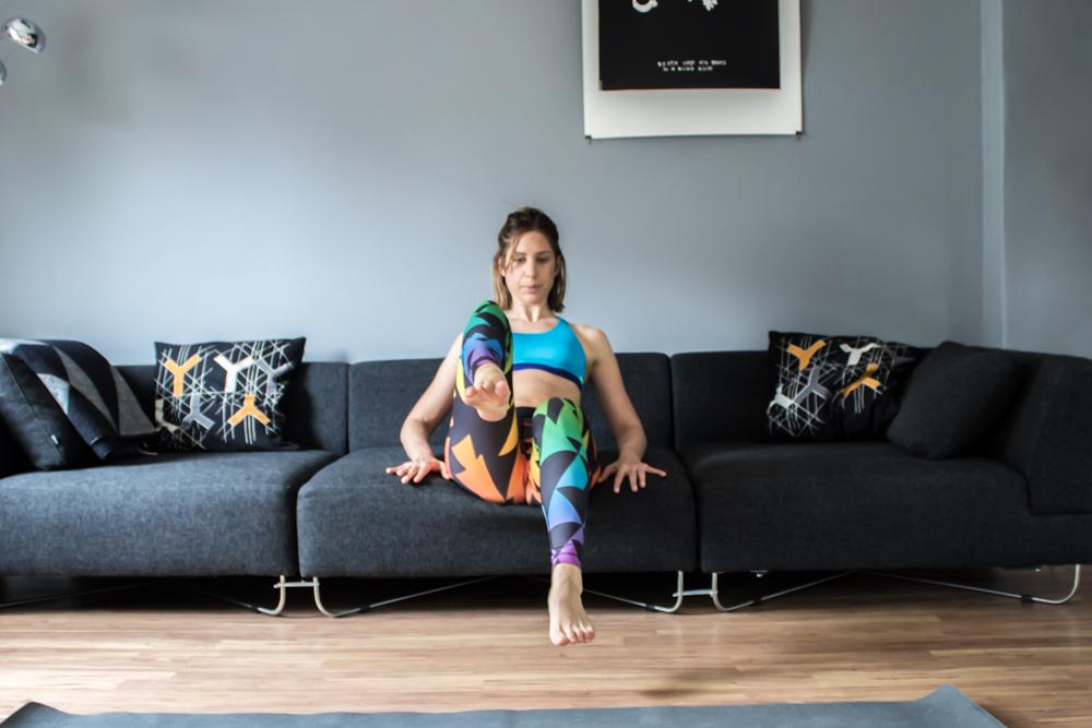 Bauchmuskeltraining auf dem Sofe - fast Feet