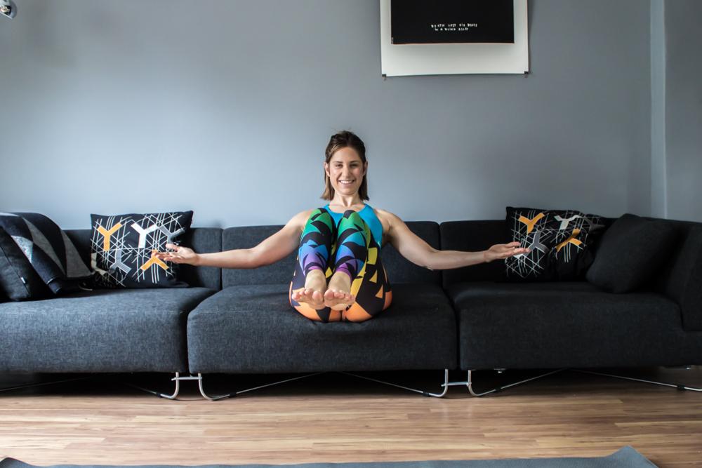 Fly Bauchmuskel Übung auf der Couch