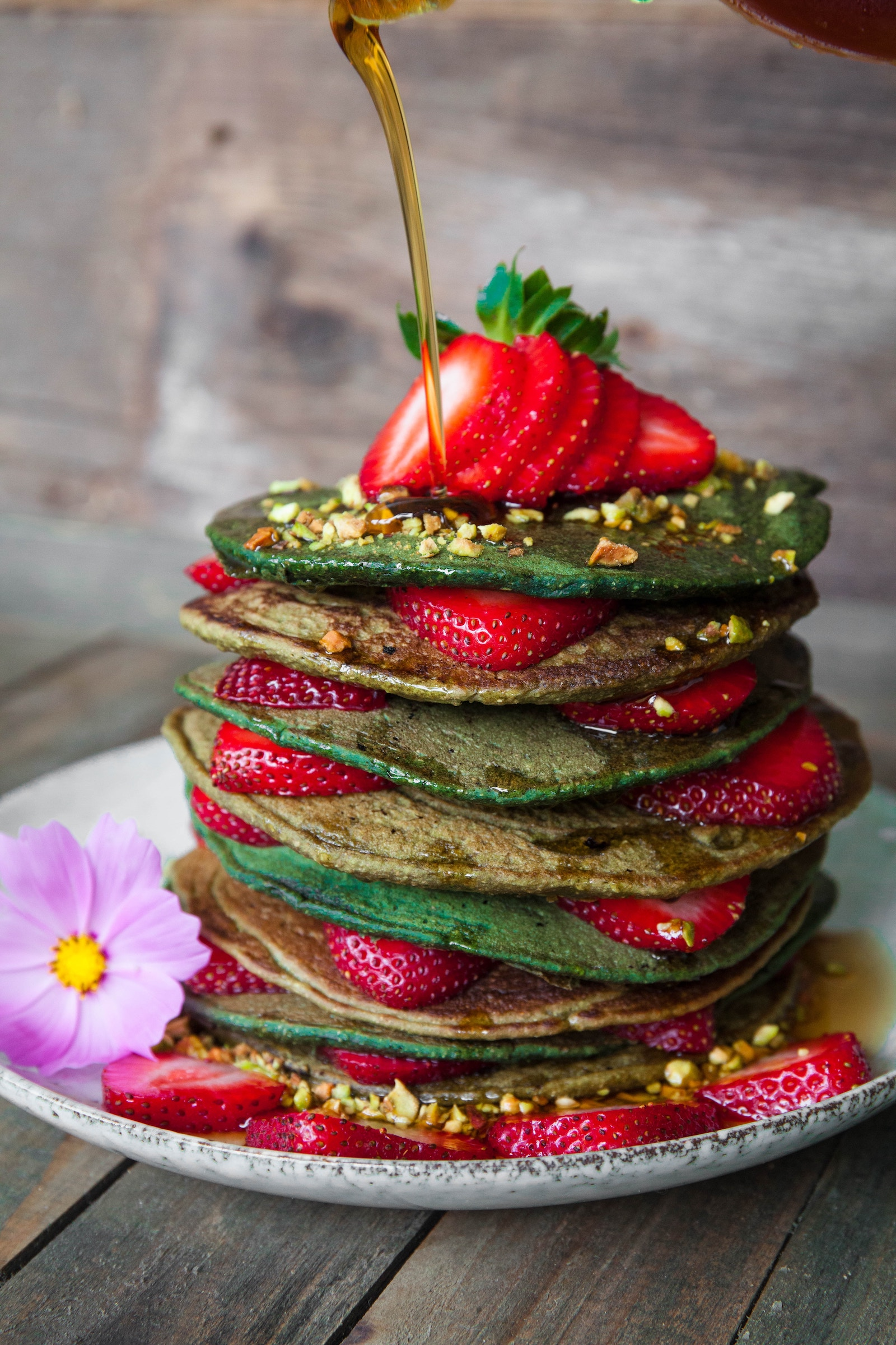 Zucchini-Erdbeer-Bananen Protein Pancakes Rezept - Photo by Toa Heftiba on Unsplash
