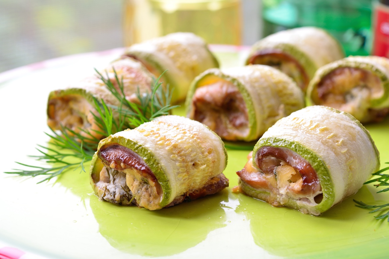 Low Carb Abendessen: Hühnchen Enchiladas aus Zucchini