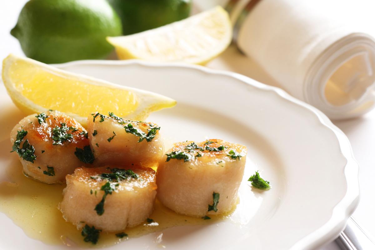 Low Carb Abendessen: Jakobsmuscheln auf Sauerkraut