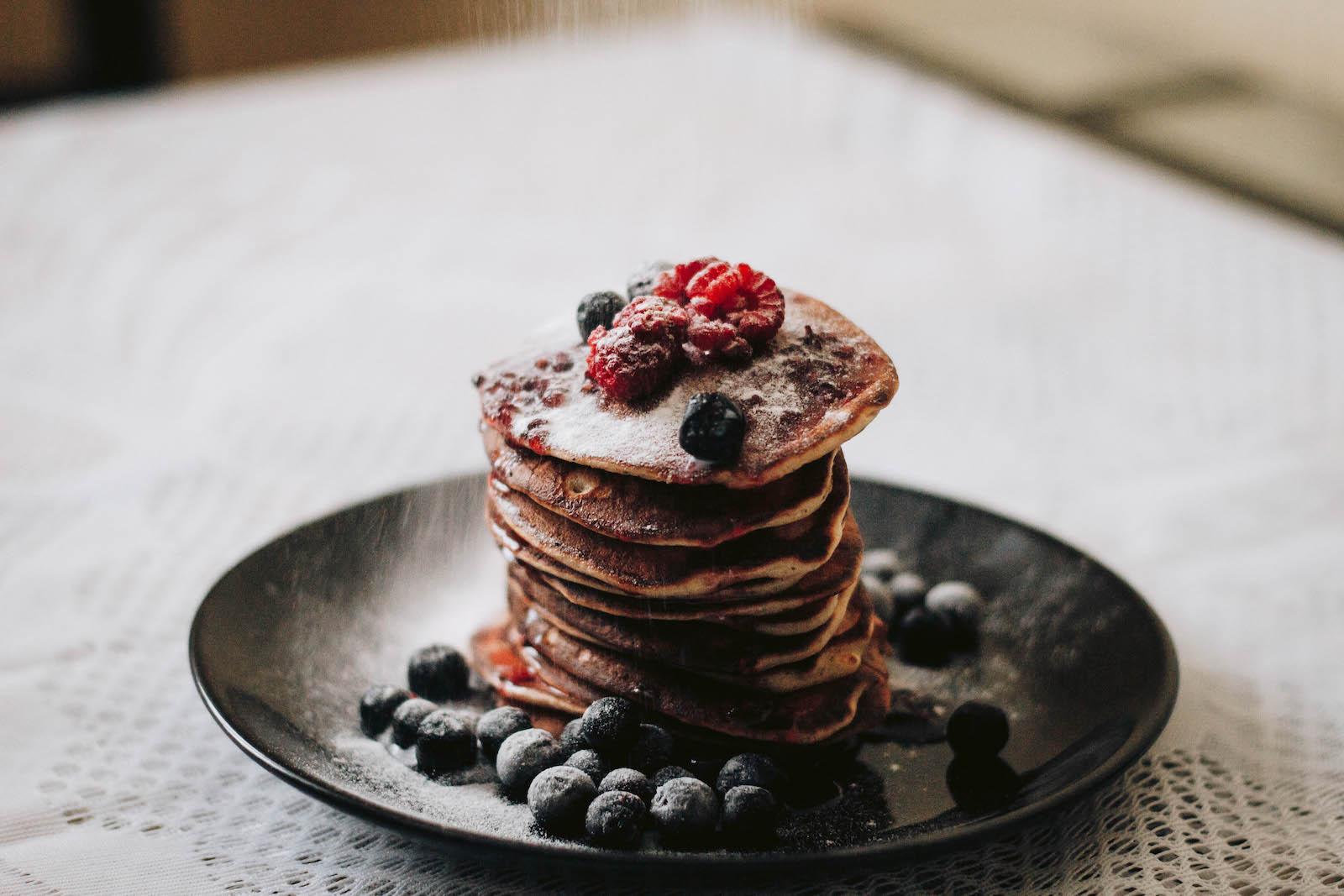 Rezept für vegane Brownie Protein Pancakes Schokolade
