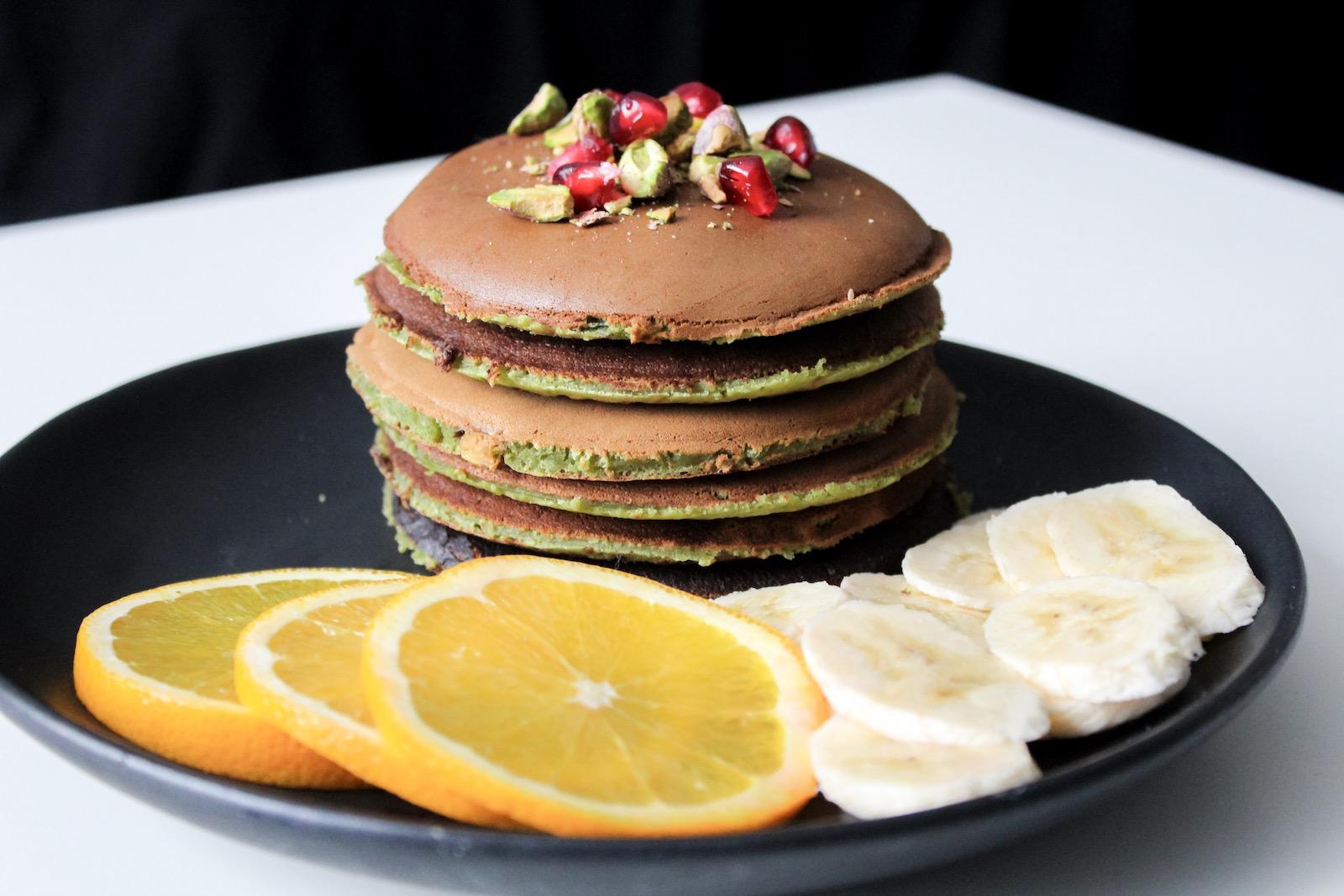 Rezept für grüne vegane Protein Pancakes mit Matcha