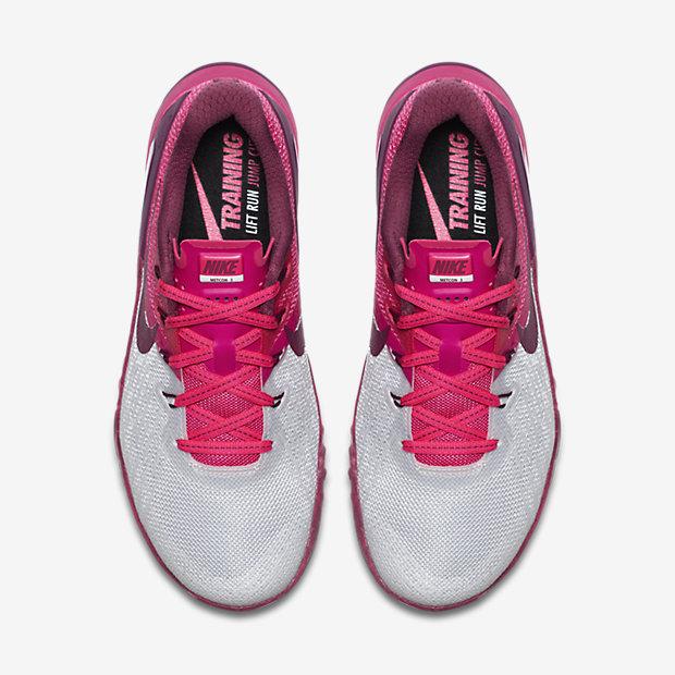 Geschenkideen für sportliche Frauen - Sportschuhe für das HIIT Training - Nike METCOM