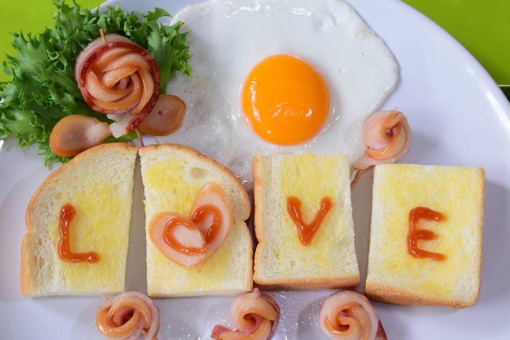 Bacon Rosen als Idee für ein Low Carb & Keto Rezept für den Valentinstag