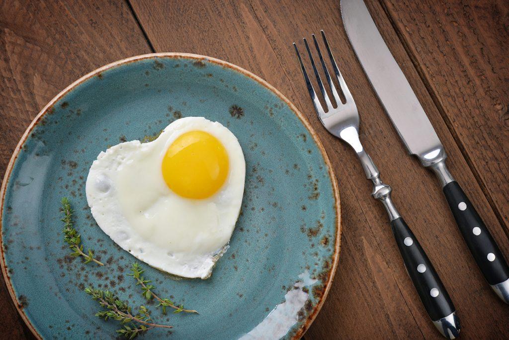Eier in Herzform - Inspirationen für Low Carb Rezepte zum Valentinstag für Fit Couples und Fitness Paare