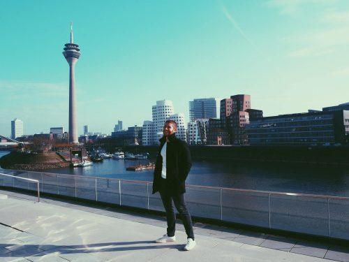 Wie Social Media Dich physisch wie auch psychisch zerstören kann - Gastbeitrag von Deniz Dake von Erschaffe Dich Neu