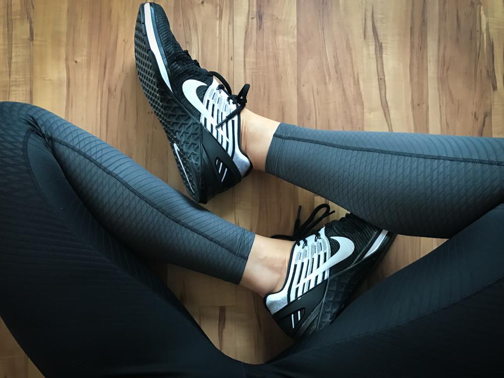 Nike Metcon DSX Flyknit & Nike Zonal Strength Tight - die perfekte Kombination für das Krafttraining