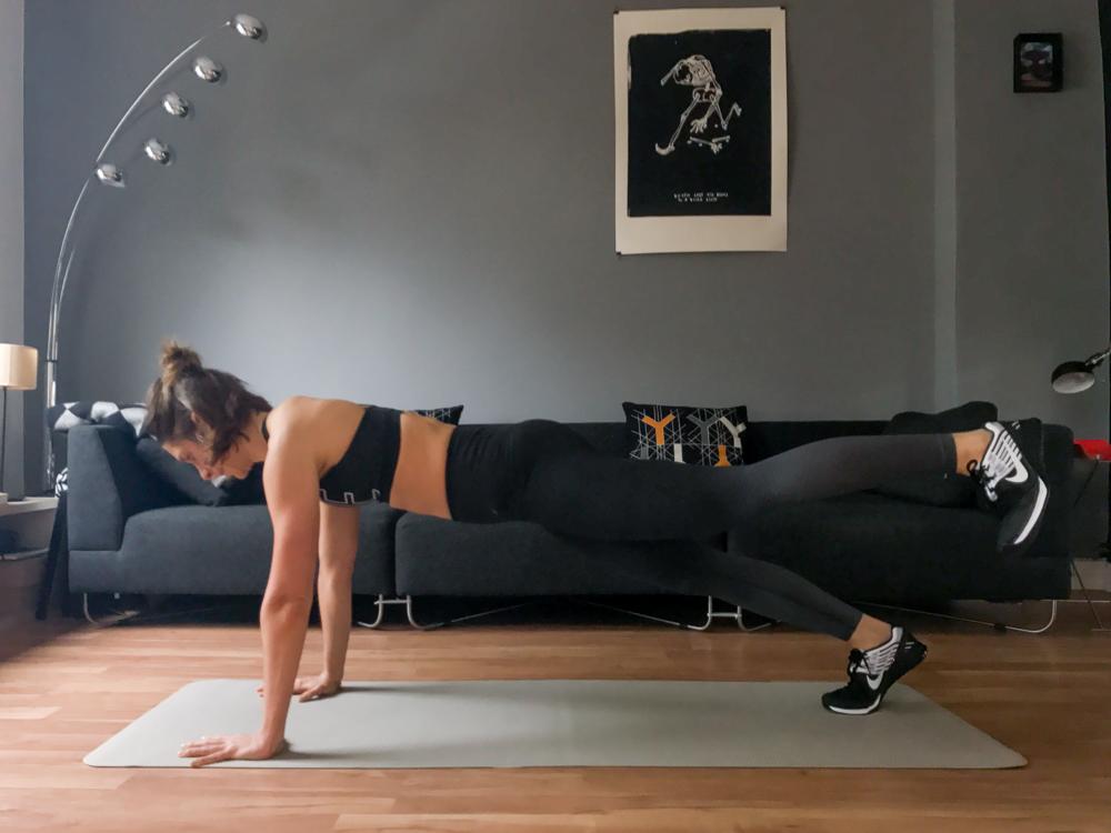 Plank Variante für den Bauch und die Innenschenkel