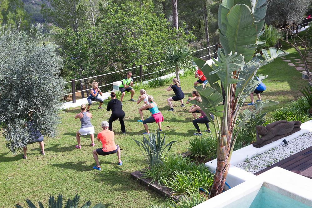 Fitness Reisen mit Top Hill Retreats auf Ibiza - Bootcamp Training im Urlaub unter Palmen