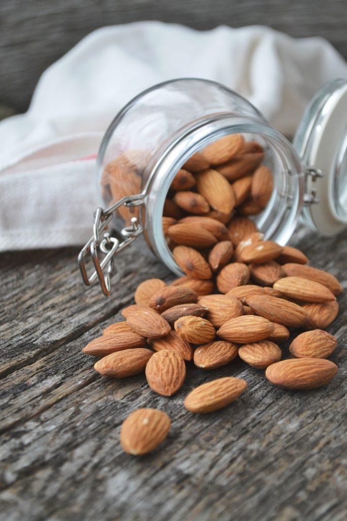 Low Carb Ernährung - Milchprodukte und pflanzliche Lebensmittel
