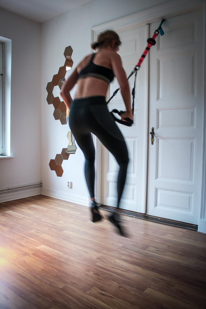 Bunny Hoops - Übung für die Beine und den Po im Slingtrainer