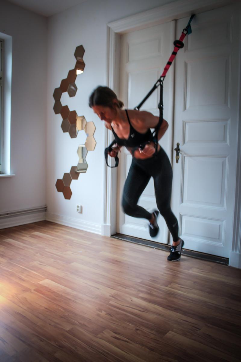 Sprints im Schlingentrainer - Cardioübung für die Beine