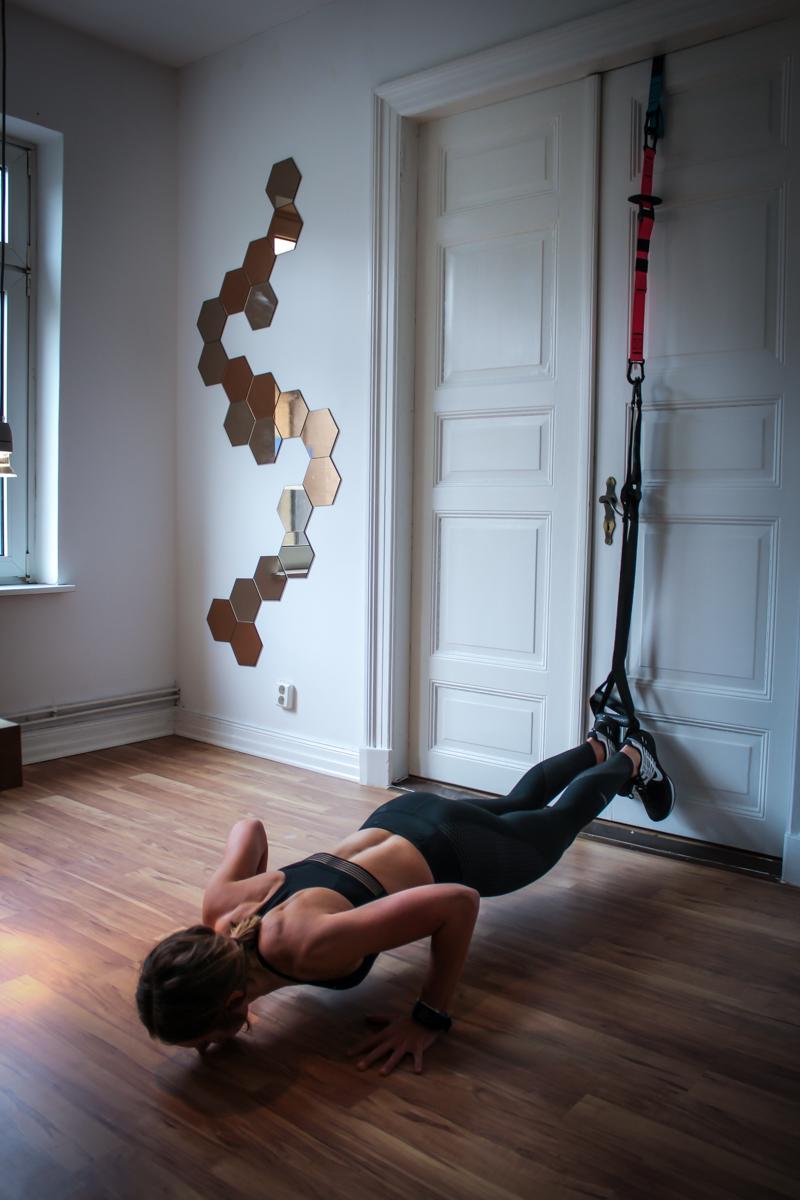 Sling Trainer Übungen für de Brust Anleitung Push Up im TRX
