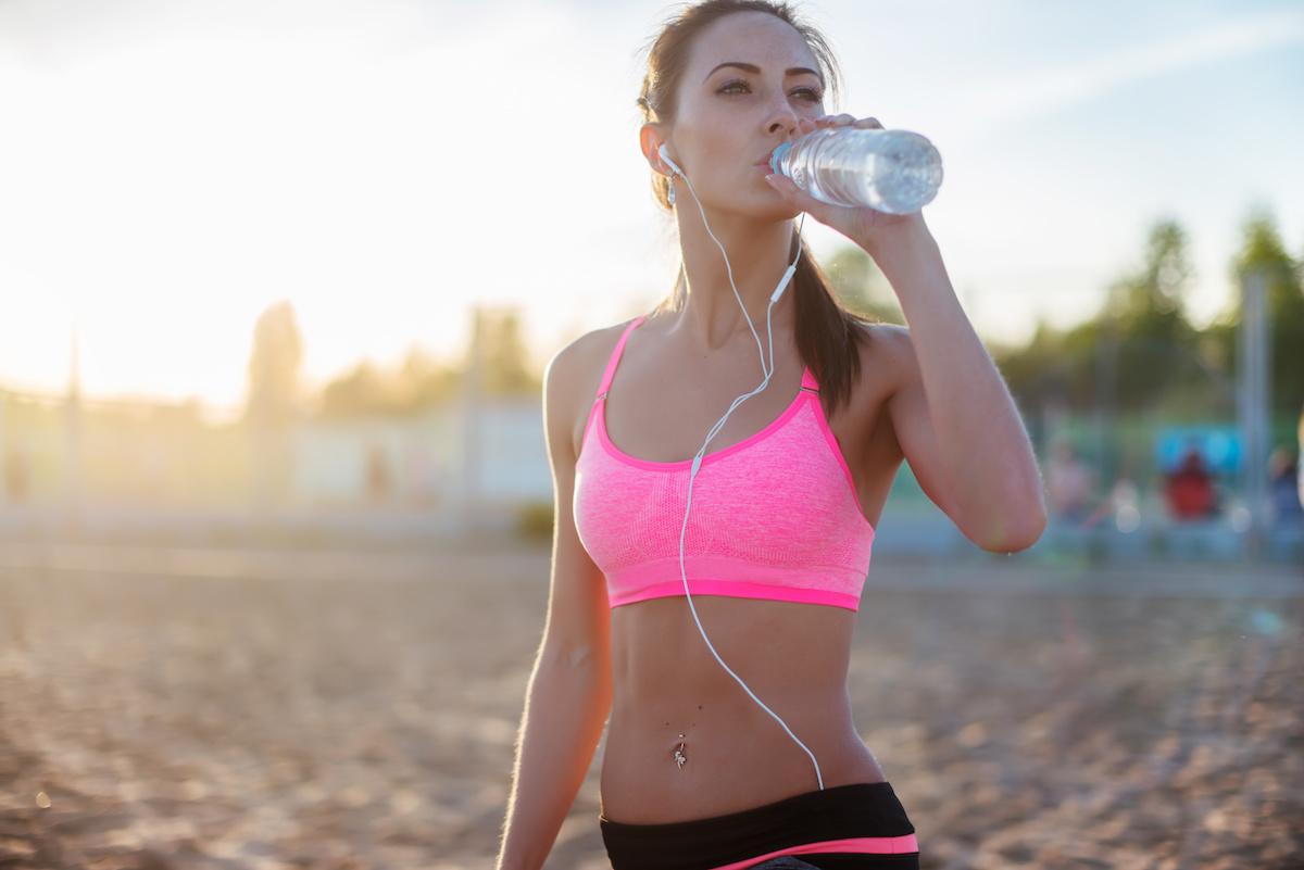 Viel trinken fördert die Fettverbrennung