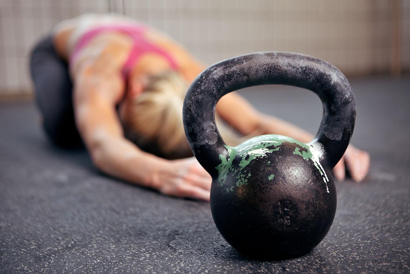 18 CrossFit Übungen für Zuhause - Trainingsplan mit WOD Anleitung für Frauen