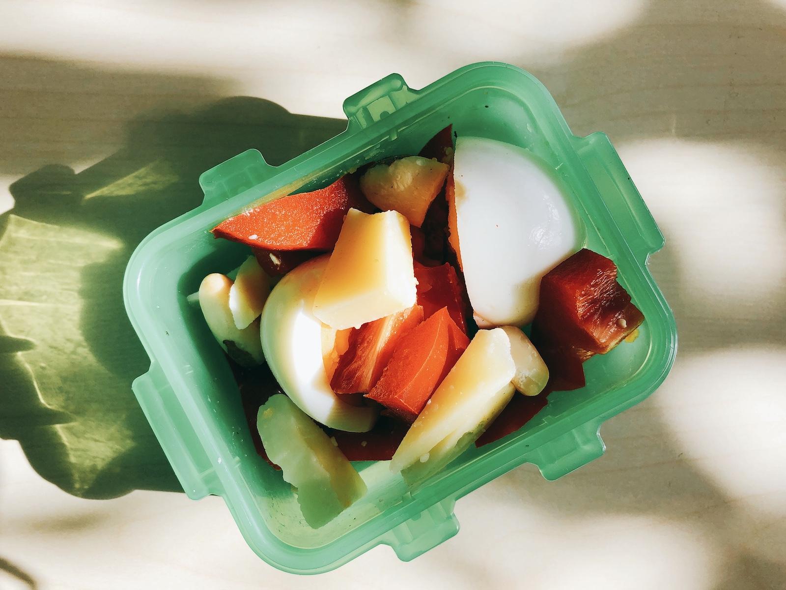 Hartgekochte Eier mit Berges, Mandeln und Paprika - der perfekte Kette Snack für zwischendurch