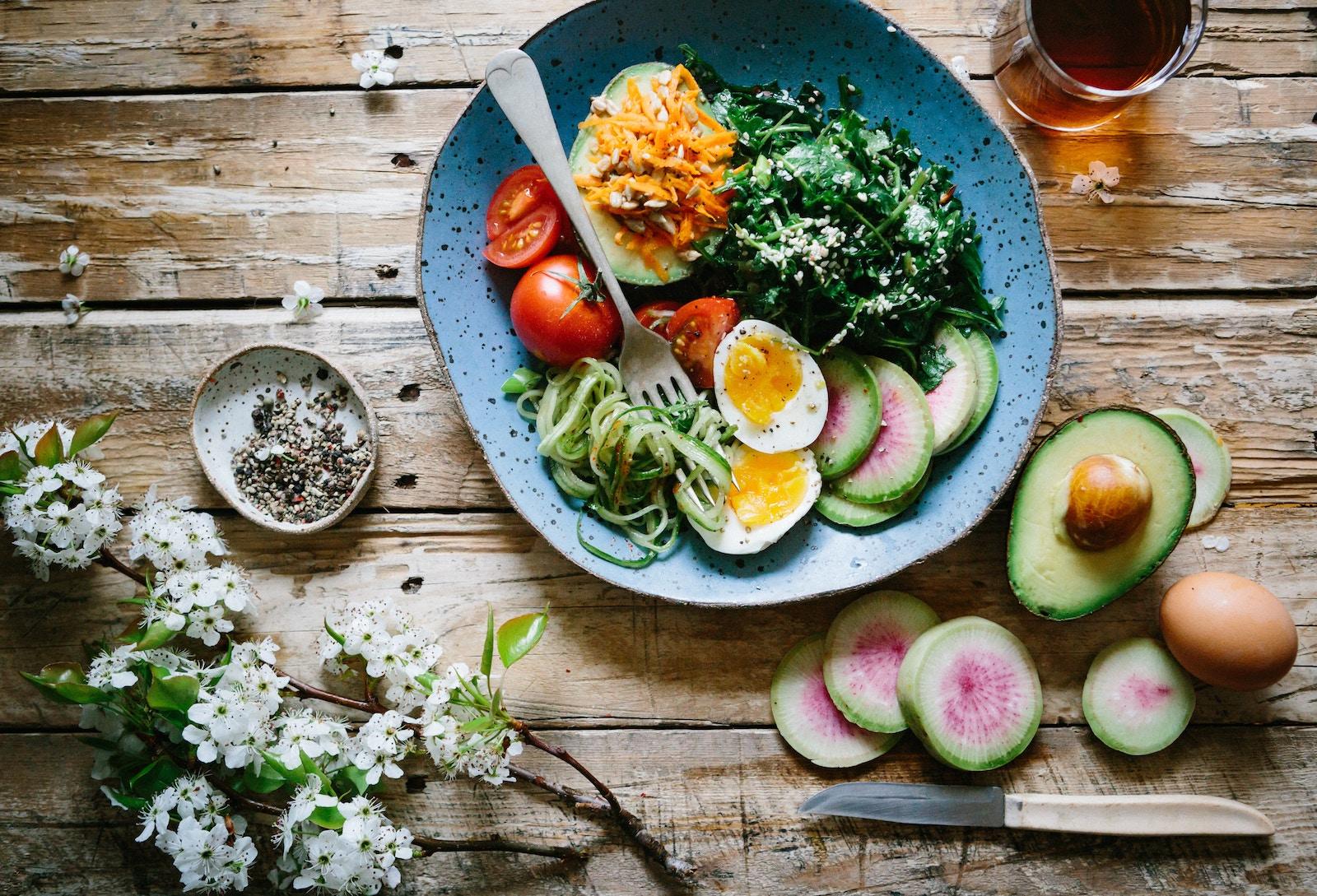 Kette Breakfast - Eier mit Avocado und Pesto