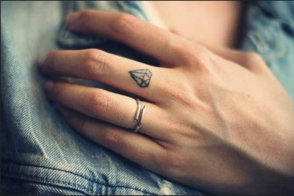 Tattoos klein frauen Schöne Kleine