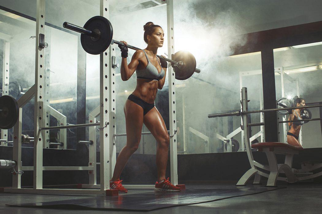 Trainingspläne für Frauen zum abnehmen und fit werden für das Fitnessstudio oder für Zuhause vom STRONG Magazine