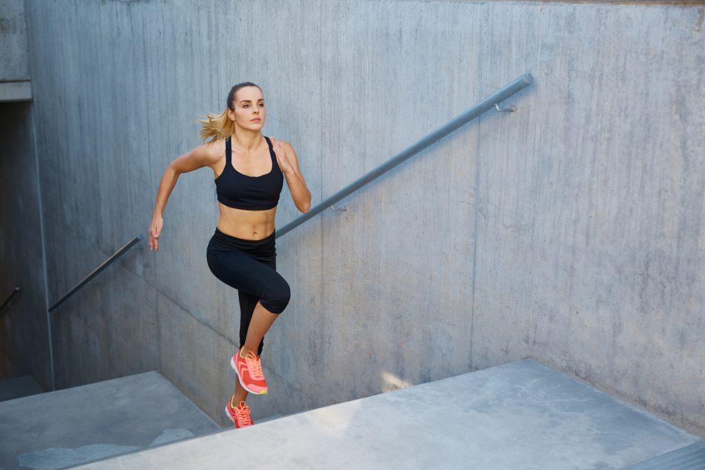 Um wieviel Uhr verbrenne ich beim Cardiotraining die meisten Kalorien? Ratgeber Cardio Training und Timing