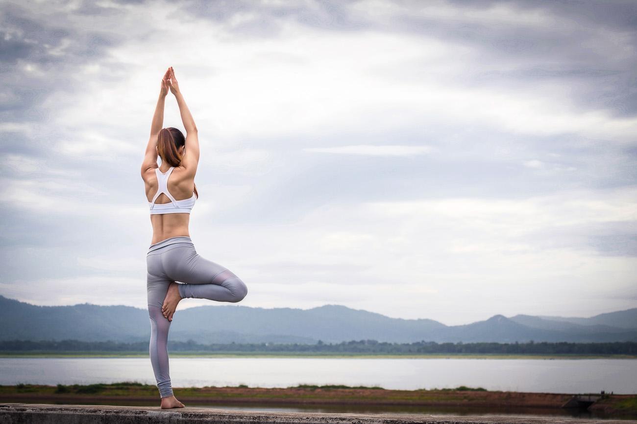 Yoga und Meditation helfen beim Abnehmen - Anleitung