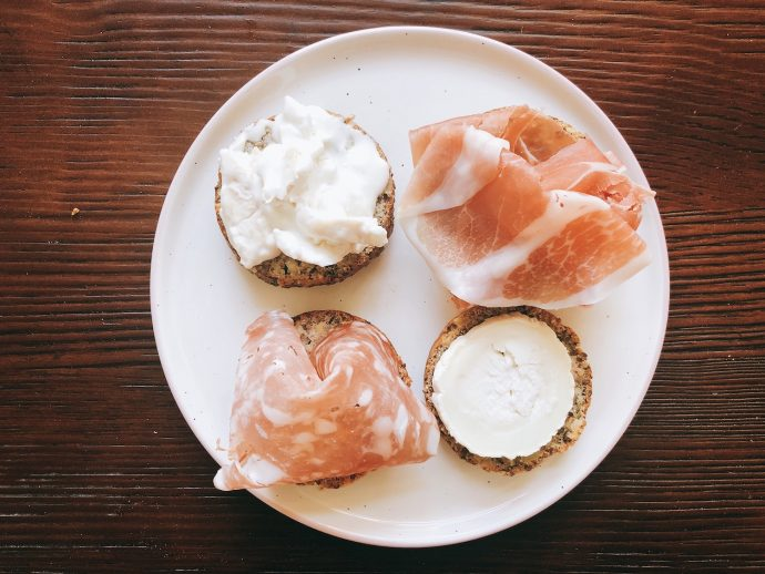 Ketogene Snacks - die Liste mit Keto Snacks für unterwegs