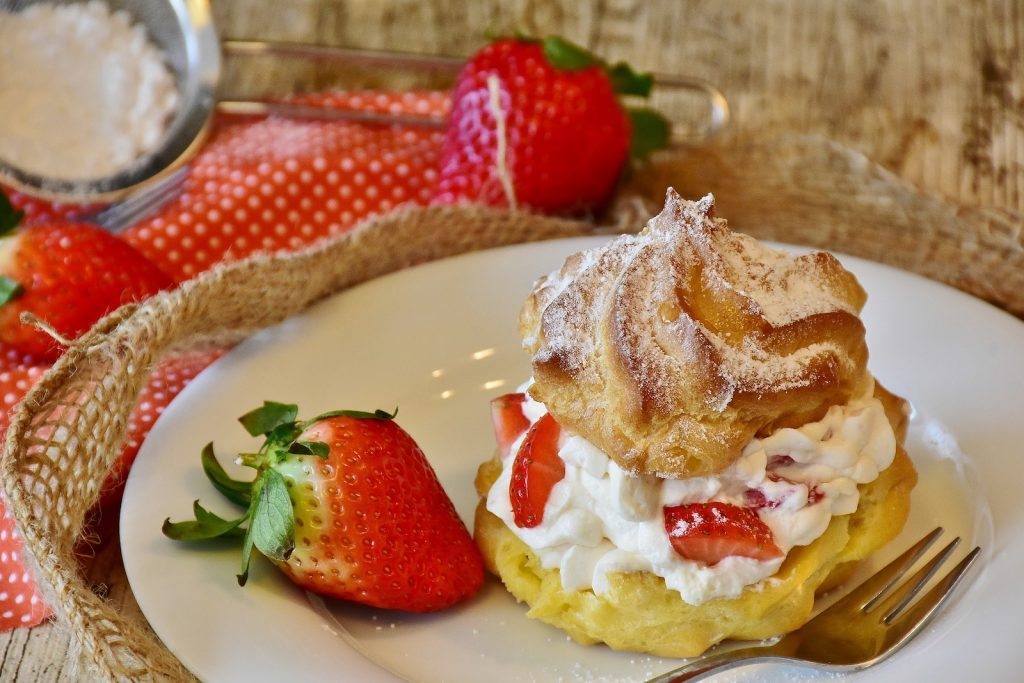 Leichter Keto Erdbeer-Kuchen