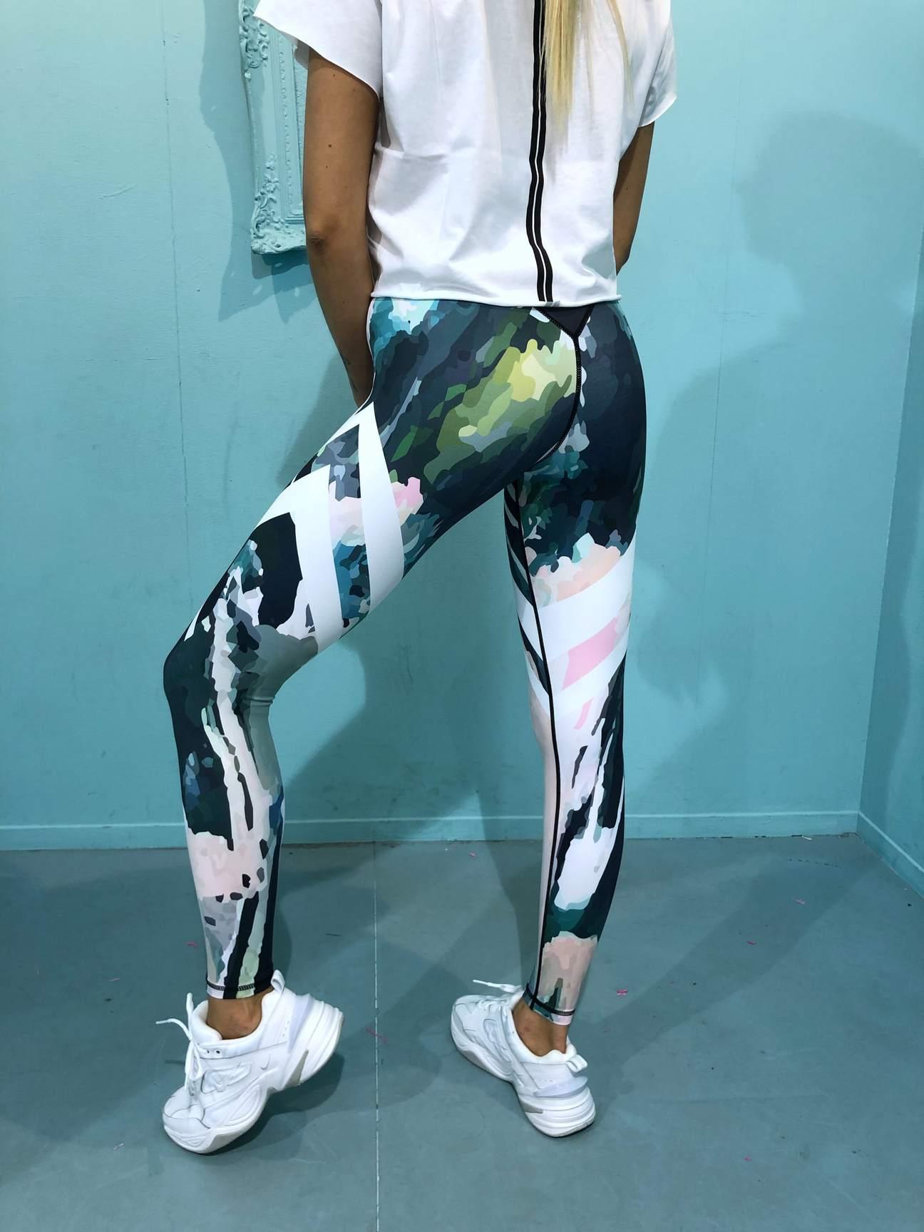 Wild Art Trainings Tight von RAISE Sportswear - 100 % Blickdicht und hochelastisch für maximale Bewegungsfreiheit