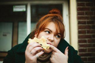 Emotionales Essen stoppen - Tipps gegen Heißhunger und Fressattacken